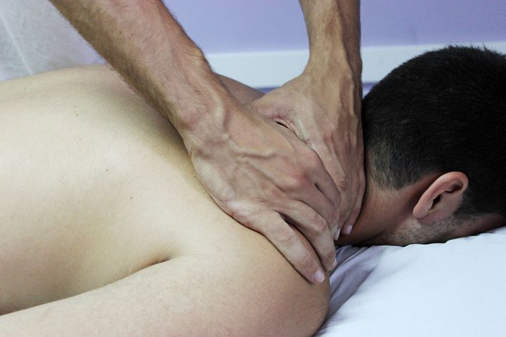 patient getting a treatment from a Chiropractor in Castle Hill